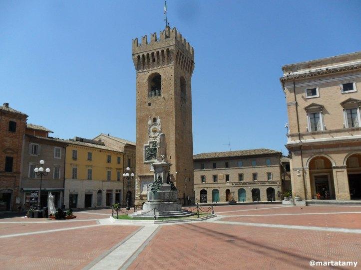 PiazzaGiacomoLeopardiRecanati